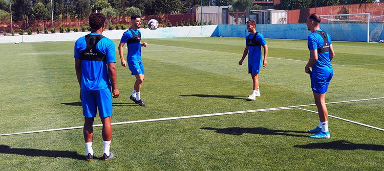 Jogadores do Estoril Praia no treino