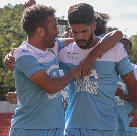 Hugo Basto e Zé Valente festejam o primeiro golo