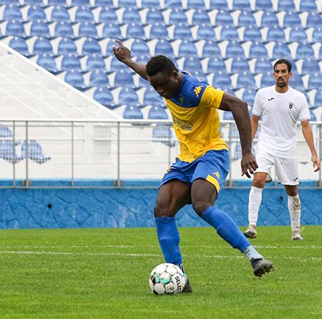 Aziz hat-trick no Estoril Praia - CD Cova da Piedade